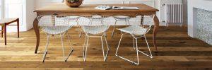 sala da pranzo legno e materiali moderni