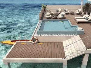 Externo. Pavimento in legno per esterno: bordo piscina