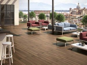 Externo. Pavimento in legno per esterno: terrazza
