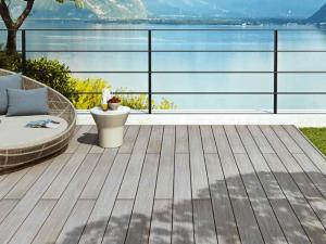 Pavimento in legno per esterno: lago